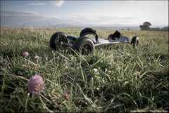 Scotché dans l'herbe